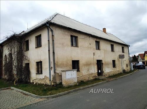 Rodinný patrový dům s pozemkem 936 m2 a Zahradou 614 m2, Klášterní č.p.12, Dolní Beřkovice
